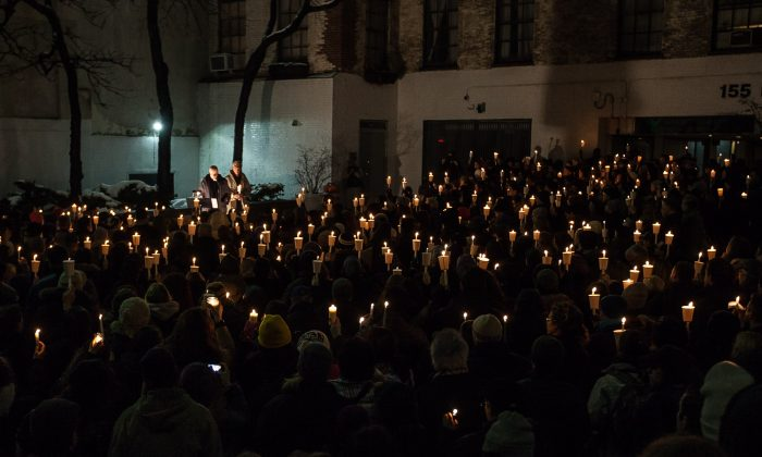 Candlelight vigil in honor of the late Philip Seymour Hoffman in the courtyard of the Bank Street Theater at 155 Bank Street, Manhattan, New York, Feb 5, 2014. (Petr Svab/Epoch Times)