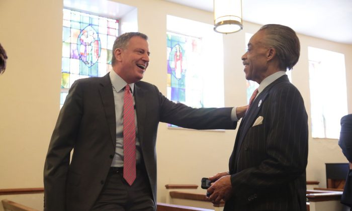 New York City Mayor Bill de Blasio and the Rev. Al Sharpton chat at the Clergy Breakfast to rally ministers in support of universal prekindergarten at Bethany Baptist Church in Brooklyn, New York, Feb. 11, 2014. (Ed Reed/Mayor's Office)