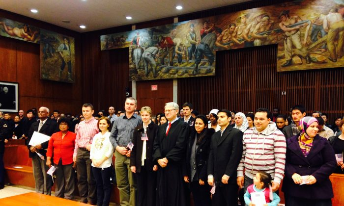 United States District Judge Nicholas Garaufis with newly naturalized citizens at a U.S. courthouse in Brooklyn, New York, Feb. 14, 2014. (Yi Yang)
