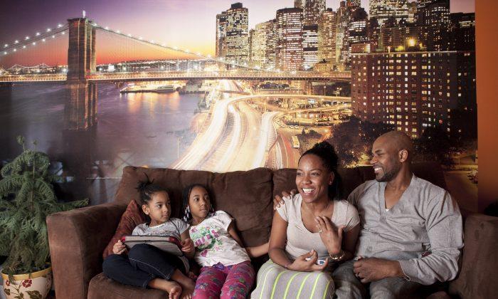(R-L) Jarice James, Karen James, Samarah, and Amira at their apartment in Park Slope, Brooklyn, New York, on Feb. 16, 2014. (Samira Bouaou/Epoch Times)