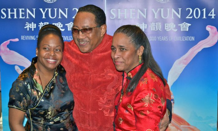 Dr. Bobby Jones with fans after Shen Yun Performing Arts at Tennessee Performing Arts Center in Nashville, Tenn. Feb. 23. (Mary Silver/Epoch Times)