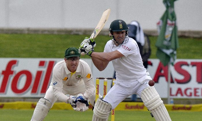 South Africa's AB de Villiers,lines up a shot during the second cricket test match between South Africa and Australia at St George's Park, in Port Elizabeth on February 20, 2014. (AFP/Getty Images)