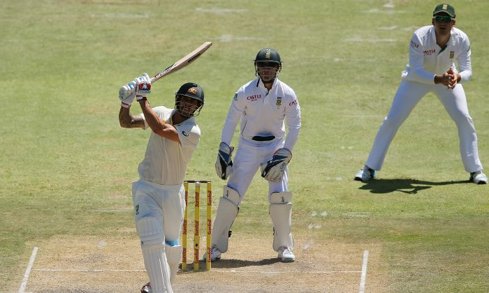 Mitchell Johnson of Australia bats in front of AB de Villiers and Graeme Smith of South Africa during day three of the Second Test match between South Africa and Australia at AXXESS St George's Cricket Stadium on February 22, 2014 in Port Elizabeth, South Africa. (Morne de Klerk/Getty Images)