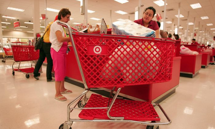 Shoppers pay for their merchandise at a Target store in Chicago, Illinois, May 23, 2007. (Scott Olson/Getty Images)