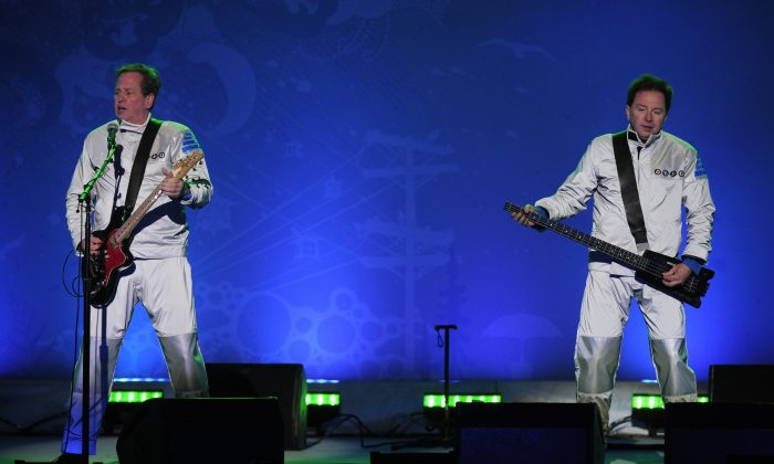 Bob Casale (L) and Gerald Casale (R) of the US group DEVO perform after a medal ceremony of the Vancouver 2010 Winter Olympics at Whistler Medal Plaza venue on February 22, 2010 in Whistler. AFP PHOTO / OLIVIER MORIN (Photo credit should read OLIVIER MORIN/AFP/Getty Images)