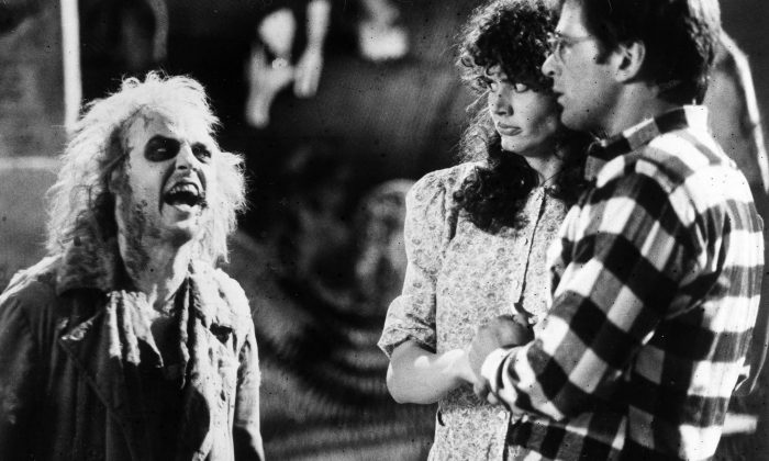 """Geena Davis and Alec Baldwin, right, react in horror when they first encounter the demonic Betelgeuse (Michael Keaton) in the supernatural comedy """"Beetlejuice,"""" 1988. (AP Photo)"""