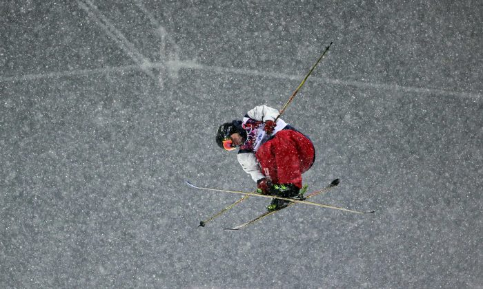 Gold medalist David Wise of the United States gets air during the men's ski halfpipe final at the Rosa Khutor Extreme Park, at the 2014 Winter Olympics, Tuesday, Feb. 18, 2014, in Krasnaya Polyana, Russia. (AP Photo/Andy Wong)