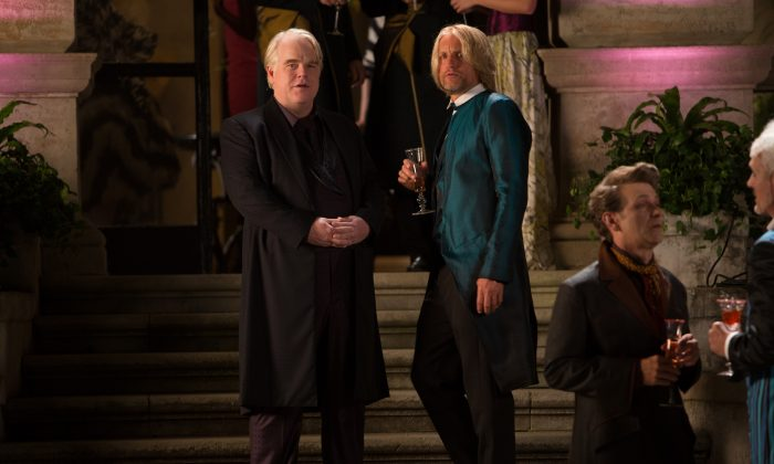 """Philip Seymour Hoffman as Plutarch Heavensbee, left, and Woody Harrelson as Haymitch Abernathy in a scene from """"The Hunger Games: Catching Fire."""" (AP Photo/Lionsgate, Murray Close)"""