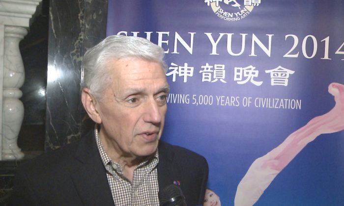 Honorary consul Mr. Carreras was pleased to see Shen Yun Performing Arts at the Saengar Theatre in New Orleans, on Feb. 19 (Courtesy of NTD Television)