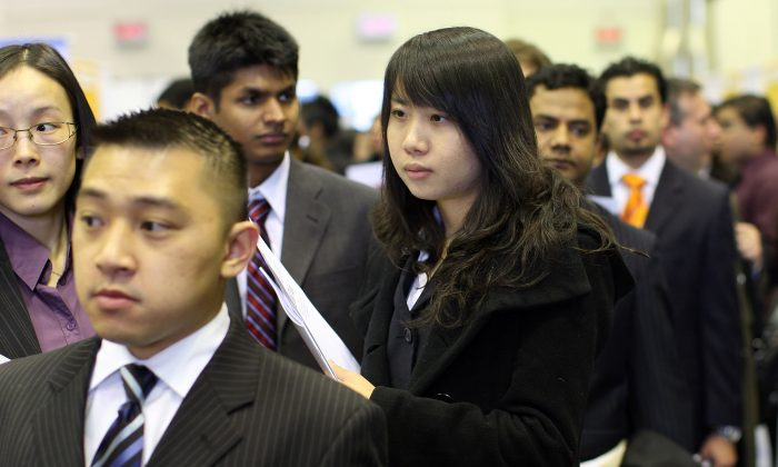 Students and graduates wait in line at the City University of New York (CUNY) Job Fair in New York, March 20, 2009. (Spencer Platt/Getty Images)