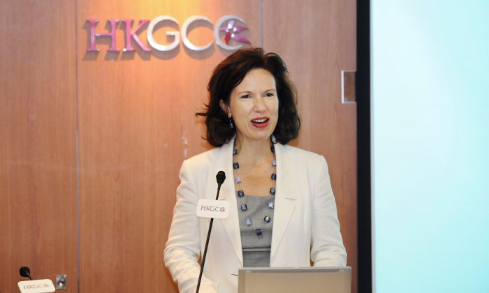 Caroline Wilson, British Consul General to Hong Kong and Macau. The Chinese New Year greeting videos from the U.S. and British consul generals captured the hearts of Hong Kong people with their appreciation of traditional culture and their use of Cantonese greetings. (Epoch Times)
