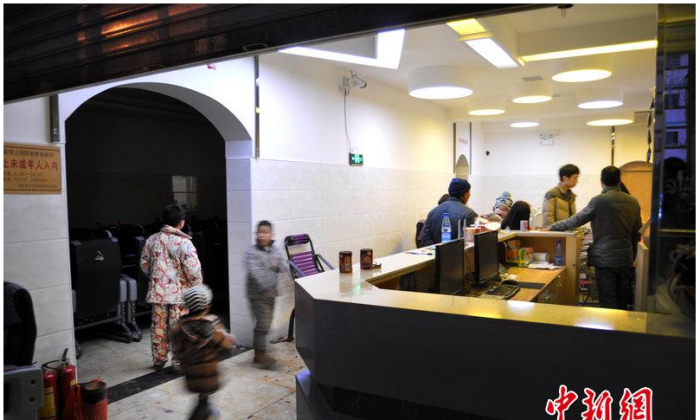 Screenshot of an Internet cafe in Hunan Province, where a 14-year-old boy stabbed his father, after the man tried to get his son to do his schoolwork.
