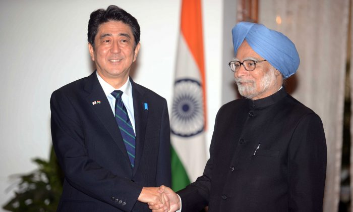 Indian Prime Minister Manmohan Singh (R) shakes hands with Japanese Prime Minister Shinzo Abe during Abe's three-day official visit in New Delhi on Jan. 25, 2014. (Raveendran/AFP/Getty Images)