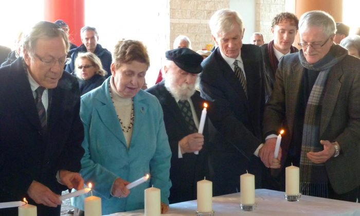 Lighting candles in memory of victims of Holocaust/Shoah at Ottawa City Hall, on Feb. 3, 2014: (L-R) Hon. Irwin Cotler, survivor Vera Gara, survivor Cantor  Moshe Kraus, David Kilgour, Adam Moscoe, and Michael McIntyre from Ottawa  Interfaith Council (Courtesy of David Kilgour)
