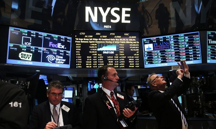 Traders on the floor of the New York Stock Exchange react to news on Feb. 11, 2014, that easy monetary policy will continue under new Fed chairwoman Janet Yellen. (Spencer Platt/Getty Images)