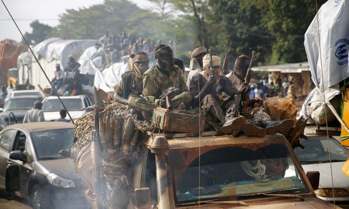 Chadian troops escort thousands of Muslim residents fleeing the Central African Republic capital of Bangui in a mass exodus using cars, pickups, trucks, and motorcycles, Feb. 7, 2014. (AP Photo/Jerome Delay)