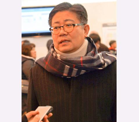 Kwak Yung Kyom Daejeon metropolitan council chairman, attends Shen Yun Performing Arts at Gyeonggi Arts Center. (Kim Guohuan/Epoch Times)