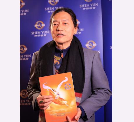 Cai Mingzhu, a renowned mandolin and violin maker, said he looks forward to seeing Shen Yun again next year. (Zheng Shunli/Epoch Times)