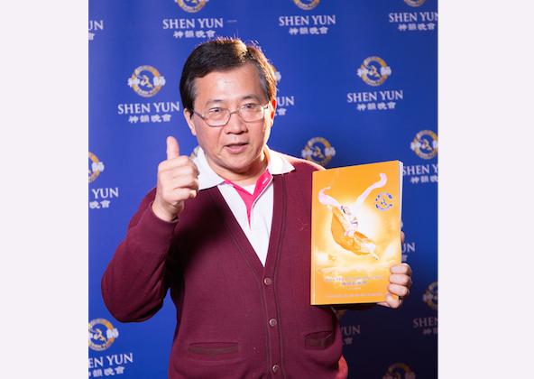 Former Tainan mayor, Shih Chih-ming, attends Shen Yun Performing Arts in Tainan. (Zheng Shunli/Epoch Times)
