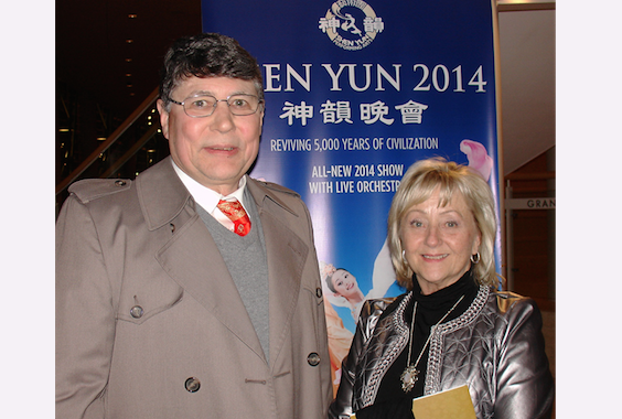 Allan Chestnut and Cynthia Semones loved Shen Yun Performing Arts at Dayton's Mead Theatre. (Ying Yan/Epoch Times)