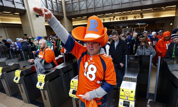 Football fans enter the Secaucus Junction in Secaucus, N.J., Feb. 2, 2014. (Matt Rourke/AP)