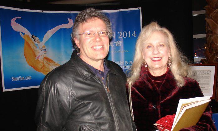 Kurt and Patty Schwab enjoy Shen Yun Performing Arts at Dayton's Mead Theatre, on Feb. 26. (Ying Wan/Epoch Times)