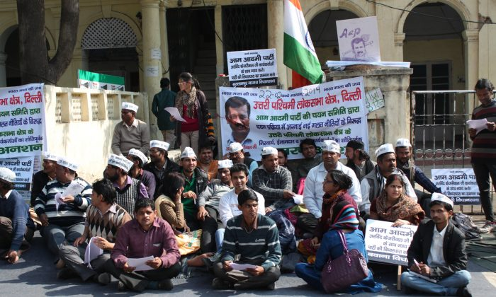 Workers of India's youngest political party, the Common People's Party, protest outside its office at Hanuman road in New Delhi on February 24, 2014. The protesters are demanding that the party must choose its candidates for elections to India's lower house of parliament by consulting them. (Venus Upadhayaya/Epoch Times)