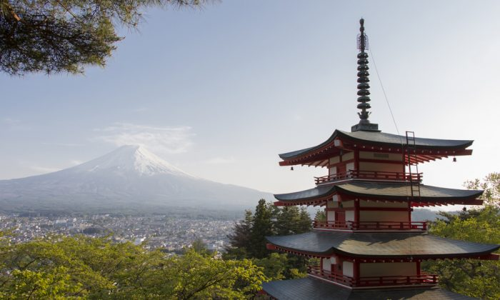 Red pagoda with Mt. Fuji as the background. (*Shutterstock)