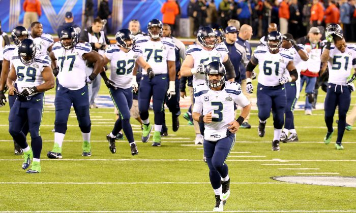 The Seattle Seahawks run onto the field during warm-ups before playing against the Denver Broncos during Super Bowl XLVIII at MetLife Stadium on February 2, 2014 in East Rutherford, New Jersey. (Photo by Ronald Martinez/Getty Images)