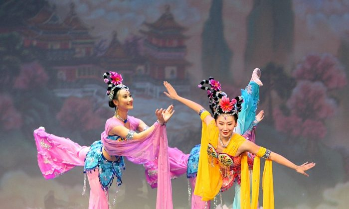 Shen Yun Performing Arts dancers displaying exquisite postures typical of Chinese classical dance. Chinese medicine has a theory that may explain how performing arts can be heal and nurture. (2013 SHEN YUN PERFORMING ARTS)