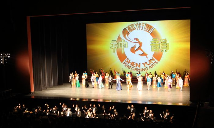 Shen Yun Performing Arts International Company's curtain call at Taoyuan County Performance Center Performance Hall, in Taiwan. (Epoch Times)