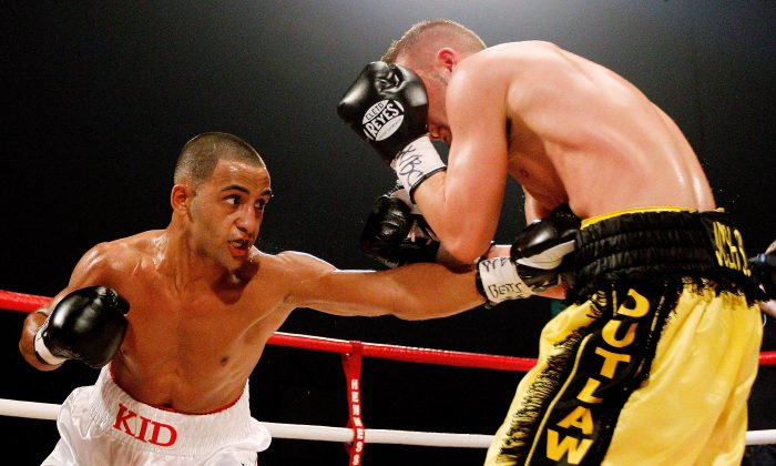 Kid Galahad (L) in action with Josh Wale during their WBC International Super Bantamweight Championship bout at Hillsborough Leisure Centre on May 12, 2012 in Sheffield, England (Scott Heavey/Getty Images)