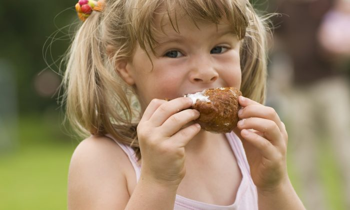 The biological drive for sweet and salty tastes makes children very vulnerable in the current food environment. (Aleza/thinkstockphotos.com)