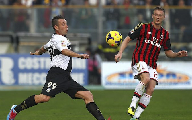 Antonio Cassano (L) of Parma FC competes for the ball with Ignazio Abate of AC Milan during the Serie A match between Parma FC and AC Milan at Stadio Ennio Tardini on October 27, 2013 in Parma, Italy. (Photo by Marco Luzzani/Getty Images)