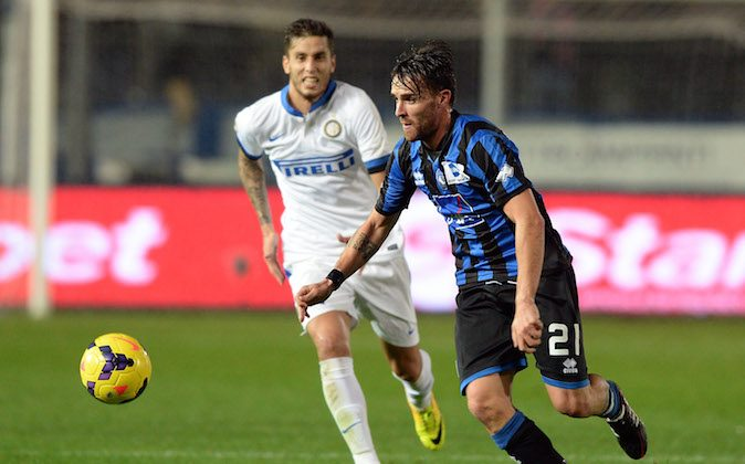 Luca Cigarini of Atalanta BC in action during the Serie A match between Atalanta BC and FC Internazionale Milano at Stadio Atleti Azzurri d'Italia on October 29, 2013 in Bergamo, Italy. (Photo by Claudio Villa/Getty Images)
