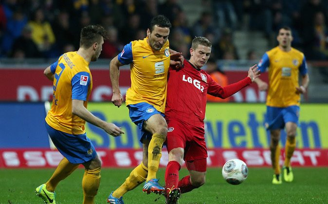 Lars Bender (R) of Leverkusen is attacked by Deniz Dogan (C) and Ermin Bicakcic (L) of Braunschweig during the Bundesliga match between Eintracht Braunschweig and Bayer 04 Leverkusen at Eintracht Stadion on November 02, 2013 in Braunschweig, Germany. (Photo by Ronny Hartmann/Bongarts/Getty Images)