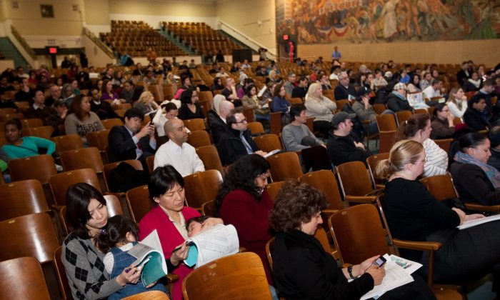 Parents have their questions answered at an info session for prekindergarten admission at the High School of Fashion Industries, Manhattan, New York, Mar. 3, 2014. (Petr Svab/Epoch Times)