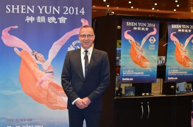 Mr. Jorg Seefeld, event manager for the Stage Theater am Potsdamer Platz, attends Shen Yun in Berlin. (Florian Godovits/Epcoh Times)