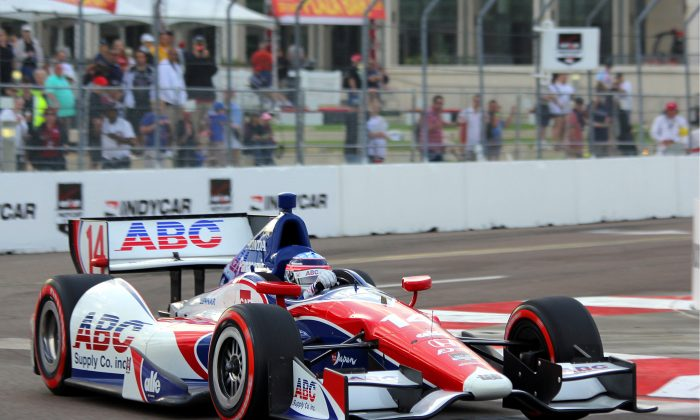 Takuma Sato in the #14 ABC Supply/AJ Foyt Racing Dallara-Honda rounds Turn Ten during the later stages of qualifying for the IndyCar Firestone Grand Prix of St. Petersburg. (Chris Jasurek/Epoch Times)