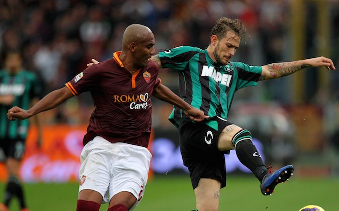 Antonio Floro Flores of US Sassuolo Calcio competes for the ball with Maicon (L) of AS Roma during the Serie A match between AS Roma and US Sassuolo Calcio at Stadio Olimpico on November 10, 2013 in Rome, Italy. (Photo by Paolo Bruno/Getty Images)