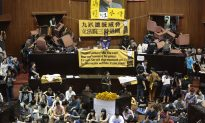 Taiwan Legislature Taken Over by Students Wary of China Trade Deal
