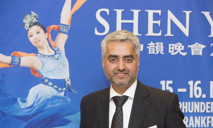 Gallery Managing Director Hosts Clients and Co-Workers to See Shen Yun