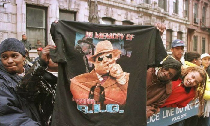 A man displays a T-shirt tribute to rapper Biggie Smalls aka The Notorious B.I.G in 1997. (JON LEVY/AFP/Getty Images)