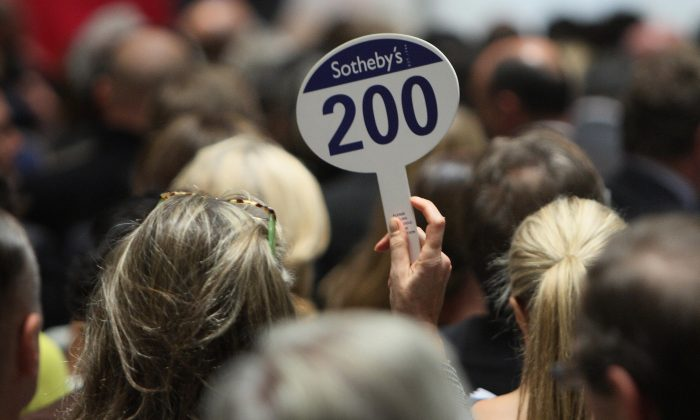 A woman places a bid at Sotheby's 2007 in New York. (DON EMMERT/AFP/Getty Images)