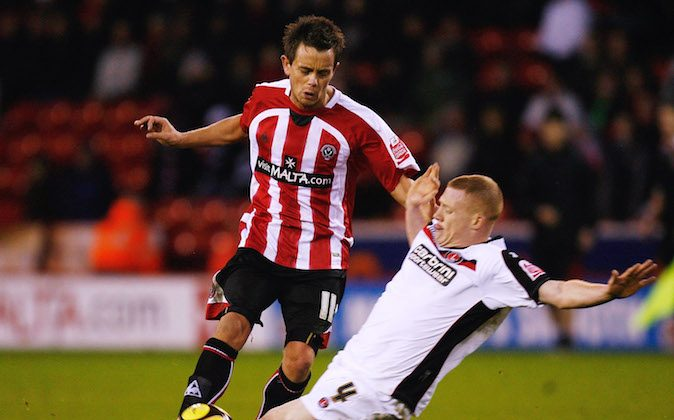 SHEFFIELD, UNITED KINGDOM - JANUARY 24:  Lee Hendrie of Sheffield United battles for the ball with Nicky Bailey of Charlton Athletic during the FA Cup Sponsored by E.on 4th Round match between Sheffield United and Charlton Athletic at Bramall Lane on January 24, 2009 in Sheffield, England.  (Photo by Paul Gilham/Getty Images)