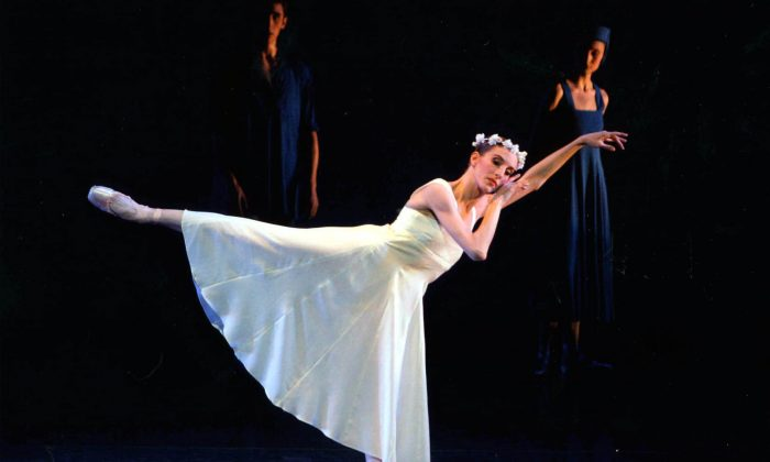 """Dancer Wendy Whelan performing in """"Russian Seasons"""" at the New York State Theater,  in this file photo from 2006. (AP Photo/New York City Ballet, Paul Kolnik)"""