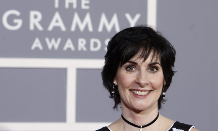 Enya arrives for the 49th Annual Grammy Awards on Sunday, Feb. 11, 2007, in Los Angeles.  (AP Photo/Matt Sayles)