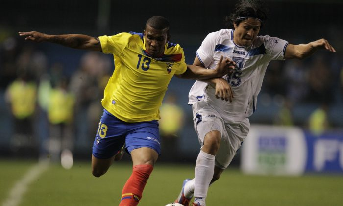Honduras' Roger Espinoza, right, and Ecuador's Christian Suarez battle for the ball during a friendly soccer game in Guayaquil, Ecuador, Wednesday, Feb. 29, 2012. (AP Photo/Dolores Ochoa)