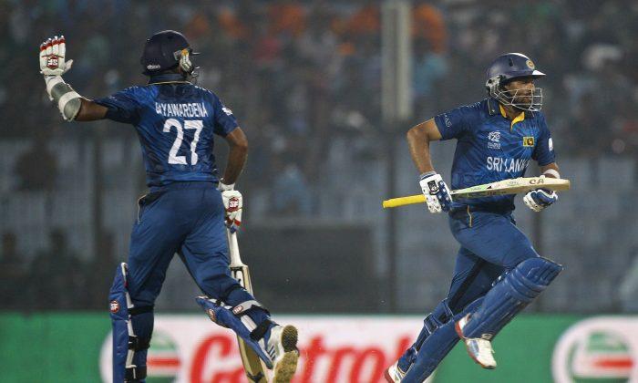 Sri Lanka's Mahela Jayawardena, left, and Tillakaratne Dilshan run between the wickets during their ICC Twenty20 Cricket World Cup match against England in Chittagong, Bangladesh, Thursday, March 27, 2014. (AP Photo/A.M. Ahad)