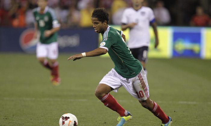 Mexico's Giovani dos Santos plays against the United States in a World Cup qualifying soccer match Tuesday, Sept. 10, 2013, in Columbus, Ohio. (AP Photo/Jay LaPrete)